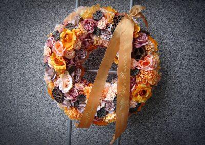 Pomarańczowa kompozycja kwiatów pogrzebowych