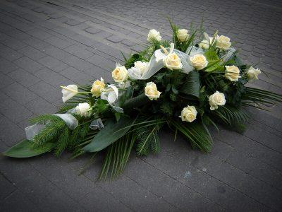 Wieniec z jasnych kwiatów