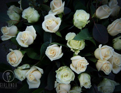 Jak wybrać kwiaty na pogrzeb dla młodej osoby?