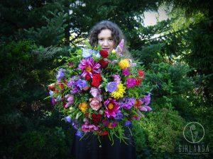 Efektowe kwiaty z kwiaciarni dla rodziców