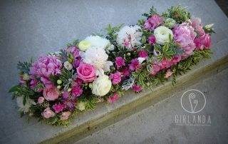 kompozycja z różem dekoracja stołu sali weselnej