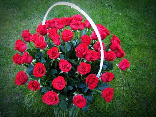 Kosz 50 czerwonych róż 2