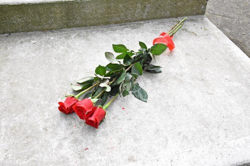Czerwone róże ze wstążką z kwiaciarni Białystok