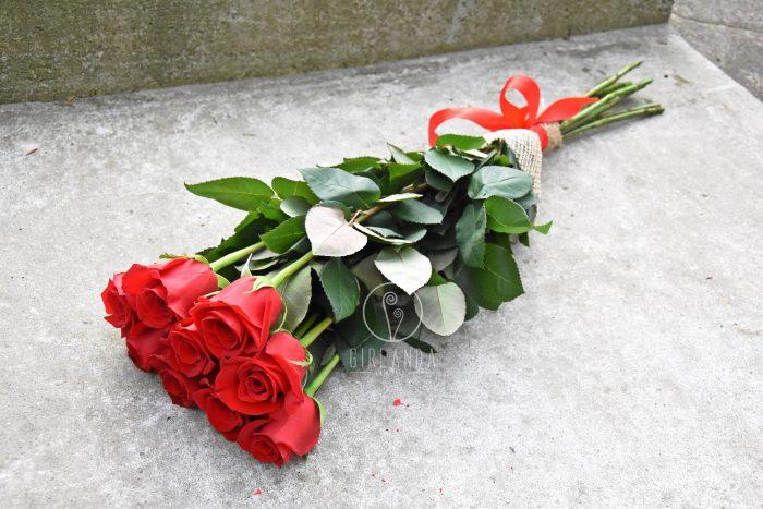 Róże w bukiecie ze wstążką Białystok