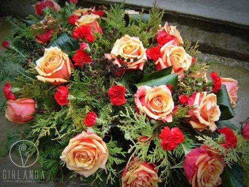 Czerwony floret z pomarańczowymi kwiatami kwiaciarni wysyłkowej Białystok