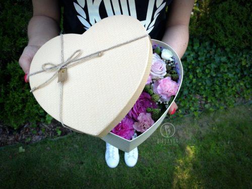 Flowerbox w kształcie serca w kwiaciarni internetowej Girlanda