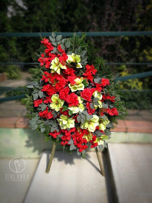 Czerwono-zielony bukiet na żywym podkładzie kwiaciarni Białystok