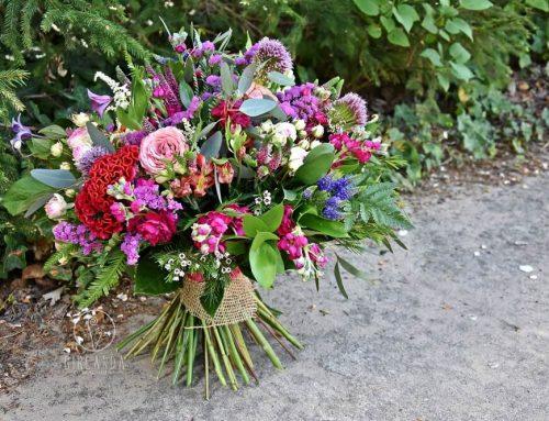 Tradycja wręczania kwiatów na zakończenie roku szkolnego