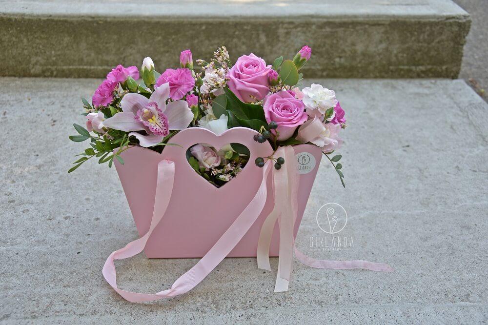 Flowerbox ze rózowymi kwiatami Białystok