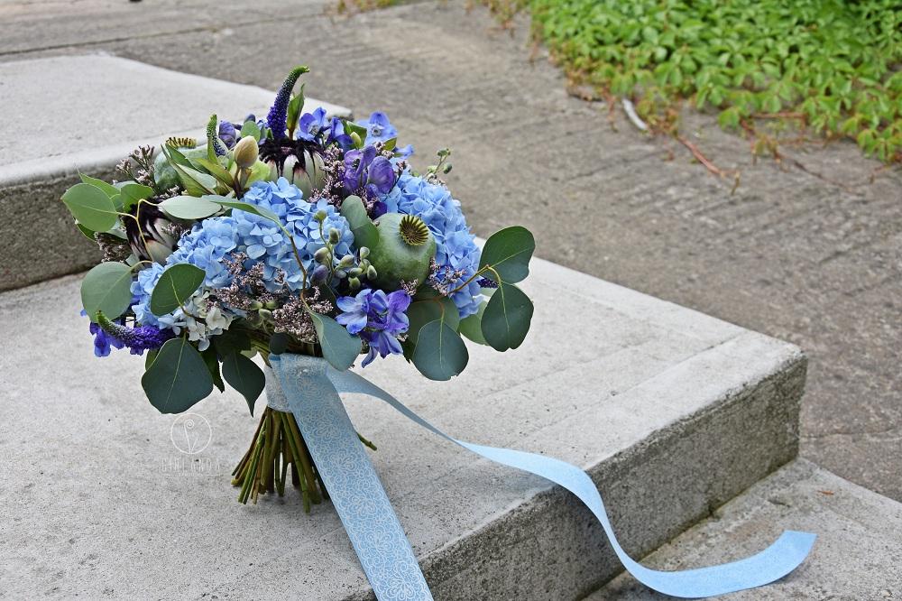 Niebiesko Nam I Pannom Młodym Bukiety ślubne Z Niebieskich Kwiatów