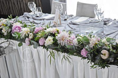 Dekoracja stołu panny młodej kwiaciarni Girlanda