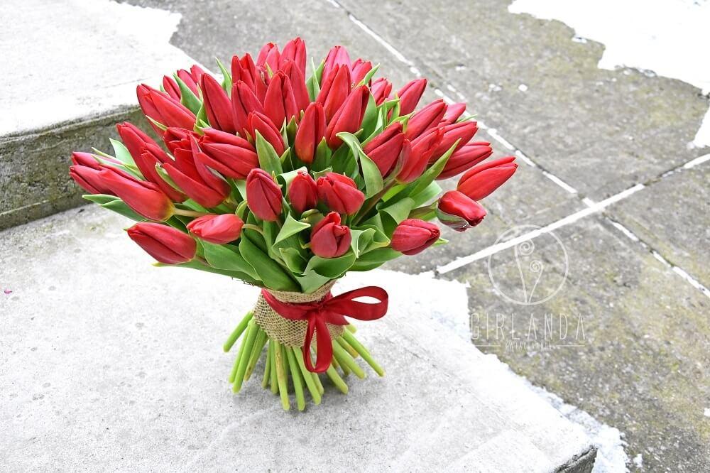bukiet zaręczynowy z tulipanów
