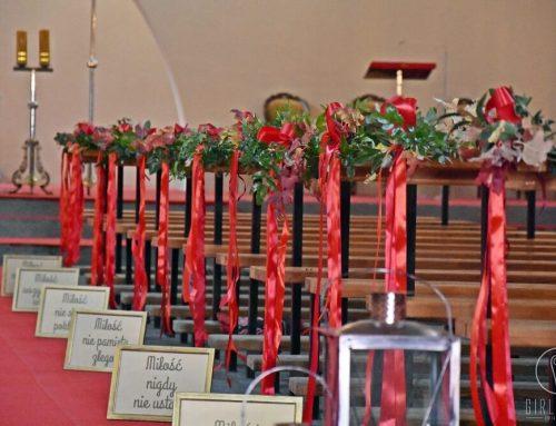 Hymn o miłości w wyjątkowej oprawie – ważne w dekoracji kościoła