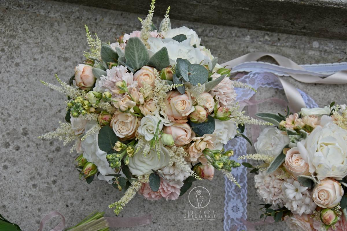 Bukiet ślubny w pastelowych kolorach z eukaliptusem