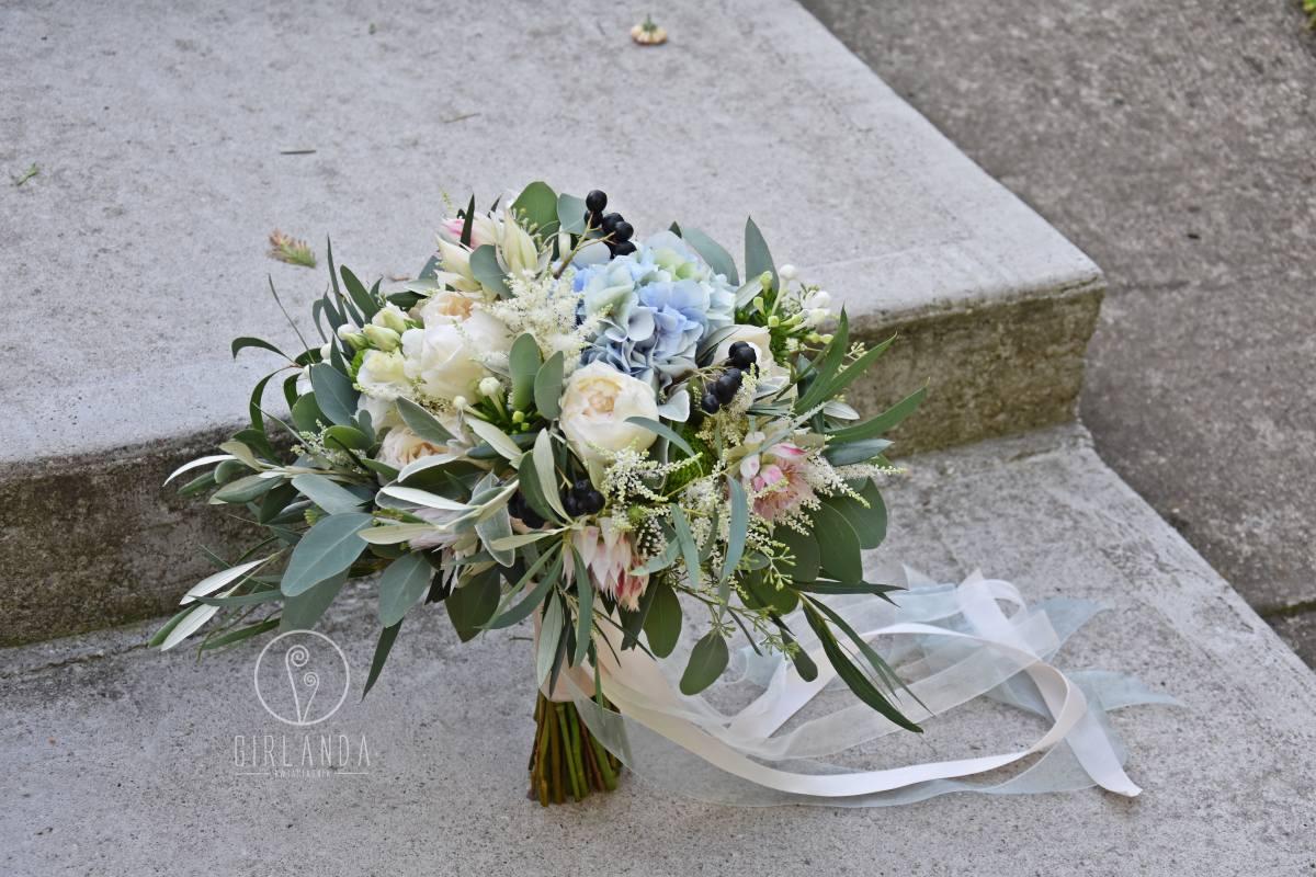 Bukiet ślubny w stylu boho z pastelowymi kolorami