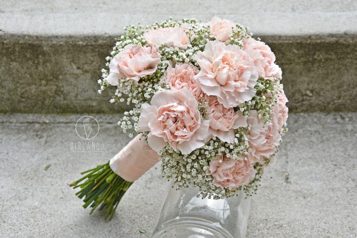 Bukiet ślubny z gipsówki i pastelowych goździków
