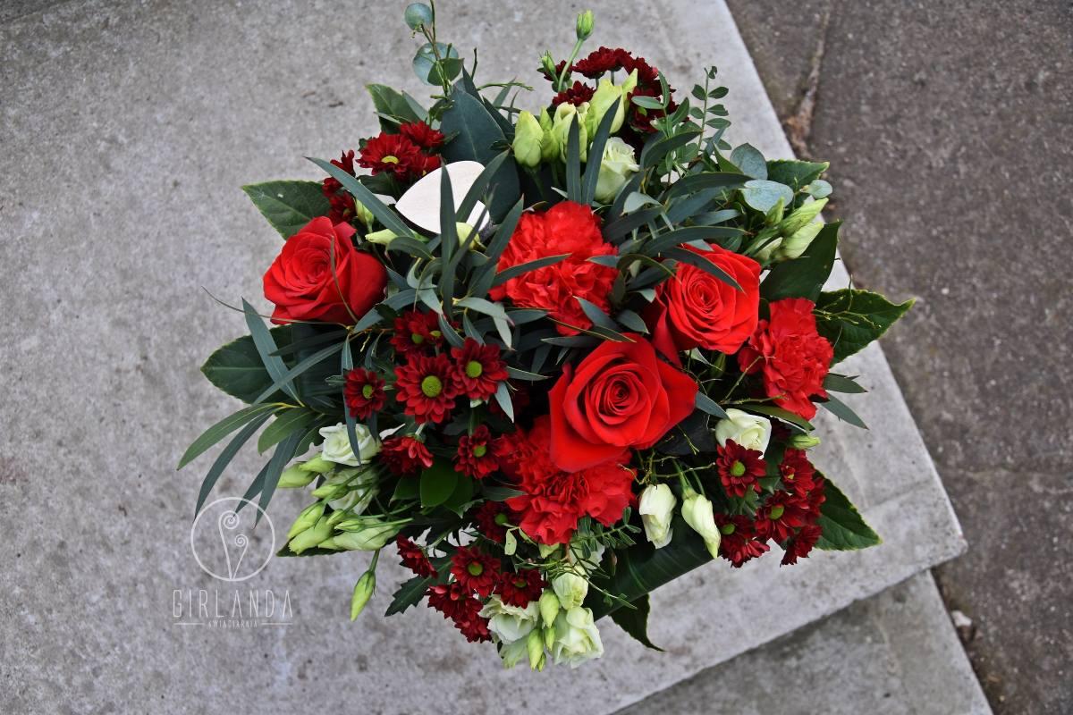 Czerwony bukiet kwiatów