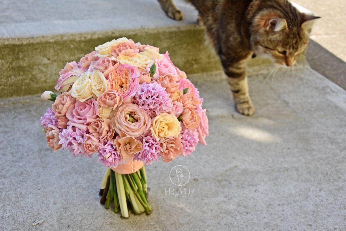 Morelowo-różowa, pastelowa wiązanka ślubna