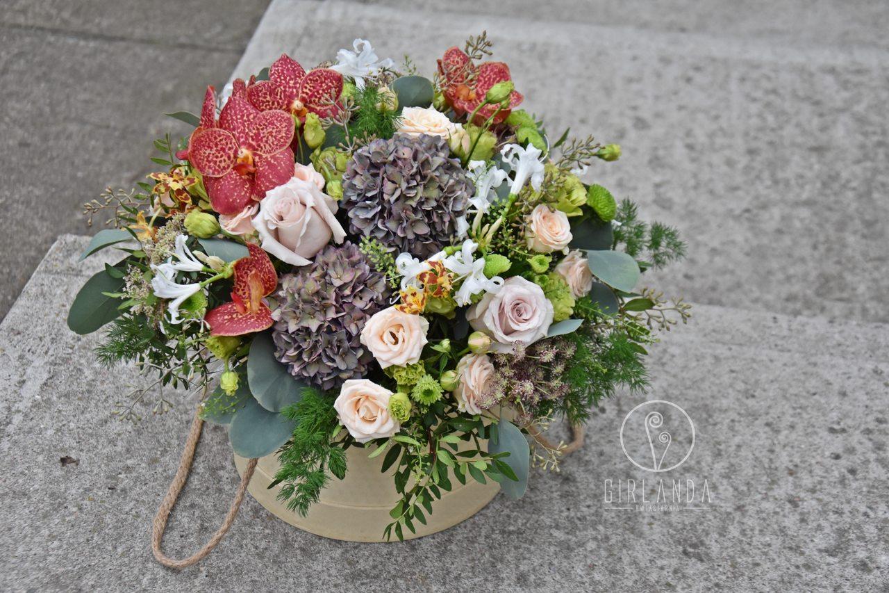 Flowerbox z kwiatow mieszanych z zieloną eustomą